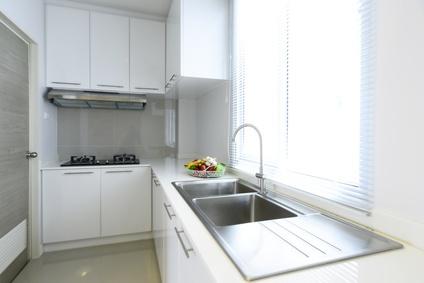 Biała kuchnia na wymiar: wady, zalety