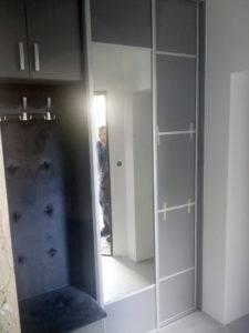 Garderoba do przedpokoju z siedziskiem